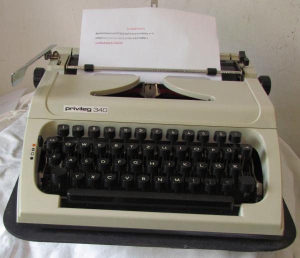 Mechanische Schreibmaschine Privileg 340 mit Anleitung und Gewährleistung