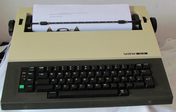 Elektrische Schreibmaschine Brother CE-25 mit Anleitung und Gewährleistung